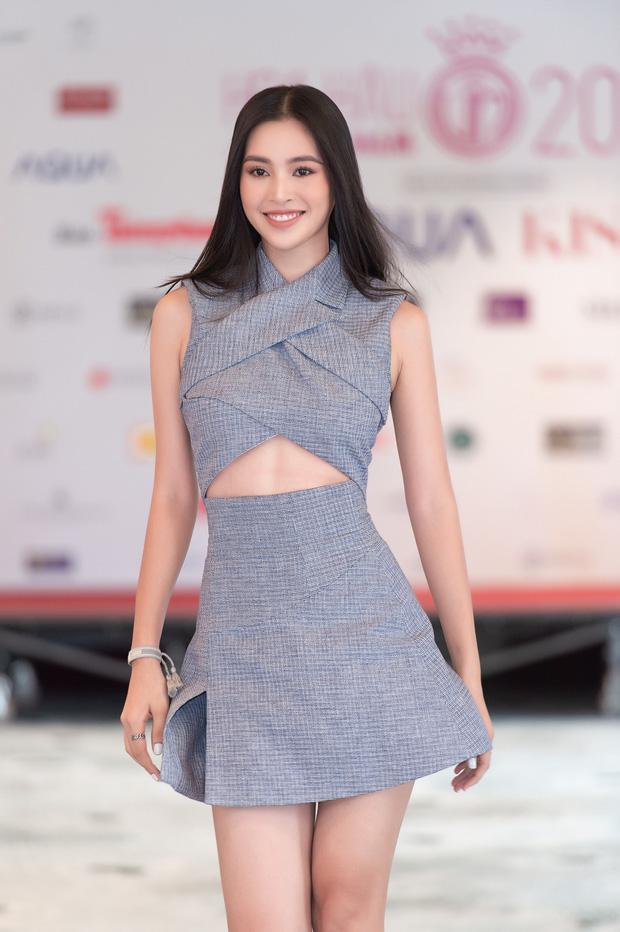 Đỗ Thị Hà mặc váy dạ hội khoe chân dài nóng bỏng, Tiểu Vy
