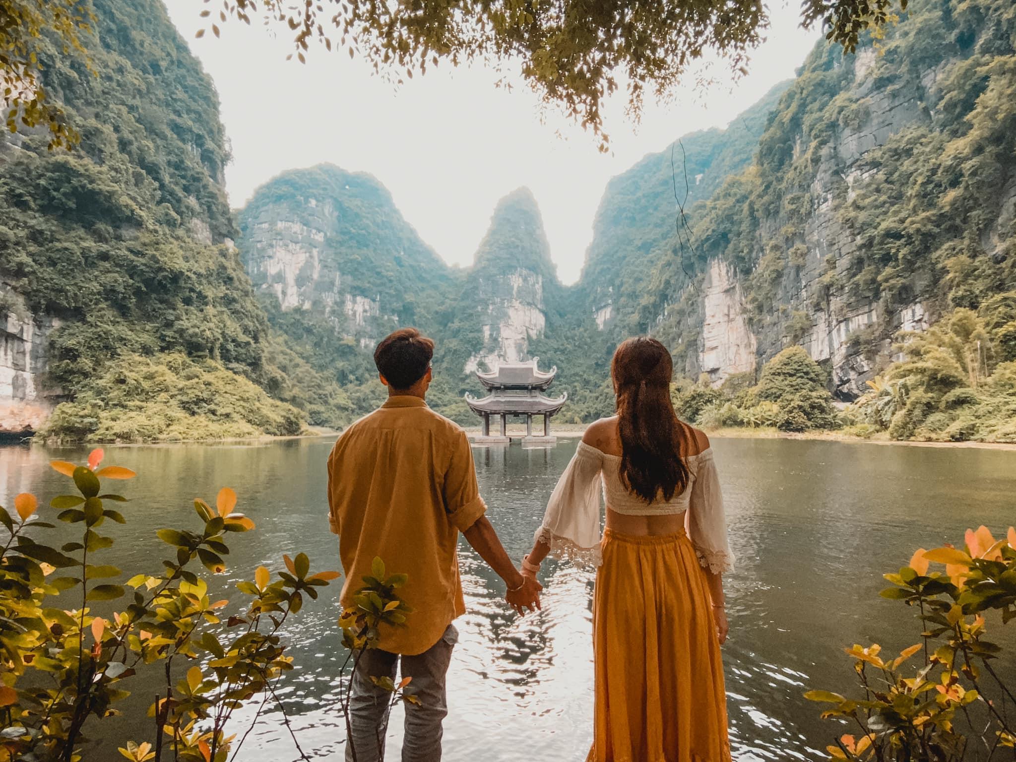 Người Hà Nội, kẻ Đà Nẵng, cặp đôi yêu xa hẹn nhau vi vu Ninh Bình mùa vắng khách, cảnh đẹp không thốt nên lời