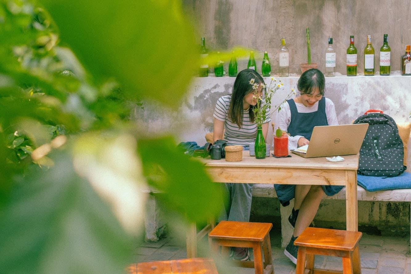 Giữa Hà Nội xô bồ có một con ngõ nhỏ, cuối con ngõ nhỏ có một khu vườn xanh, muốn an yên đến Ga kafe – Đặng Văn Ngữ nhé.
