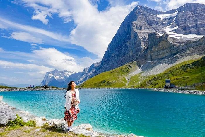 """Đẹp ná thở trước sắc xanh thơ mộng của """"vùng vịnh thu nhỏ"""" ở Thuỵ Sĩ"""