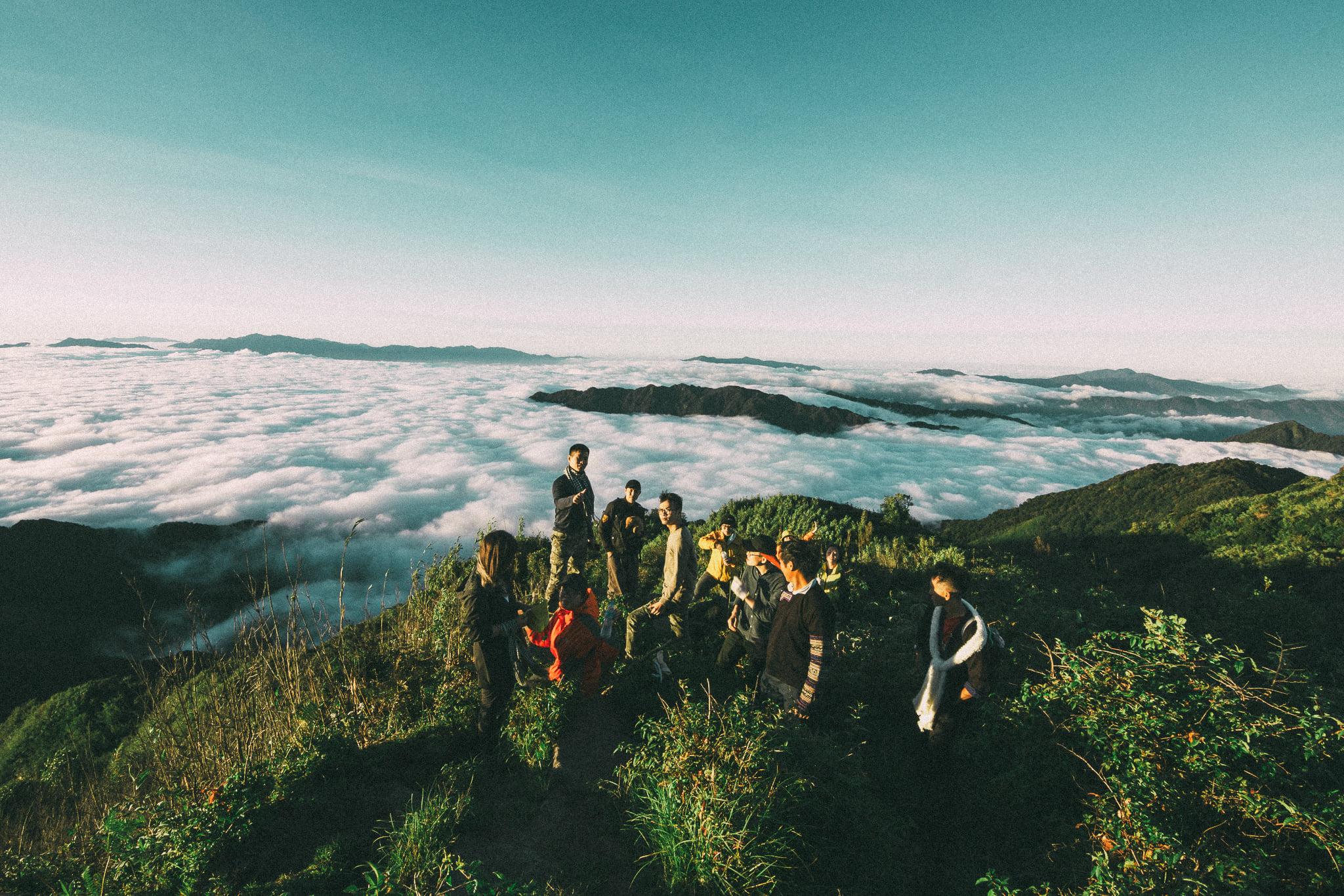 Xuyên rừng tìm biển mây cuộn sóng trên đỉnh Lùng Cúng, lại thêm một đại dương mây cực chất cho dân trekking