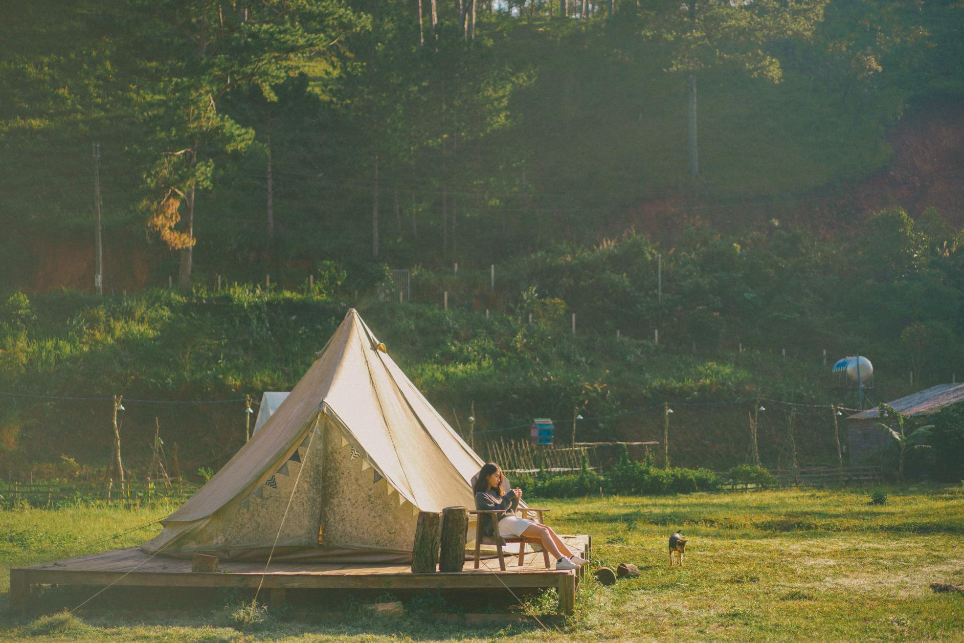 Lên Đà Lạt tìm bình yên ở khu cắm trại view núi rừng đẹp vạn người mê này!