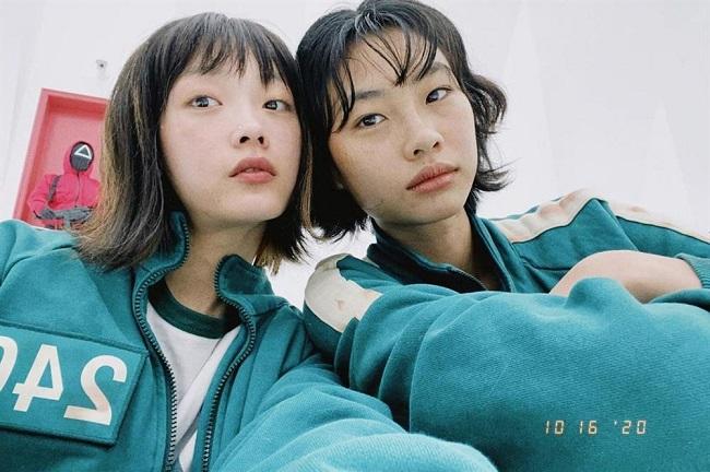Lee Yoo Mi và bạn diễn HoYeon Jung trong Squid Game